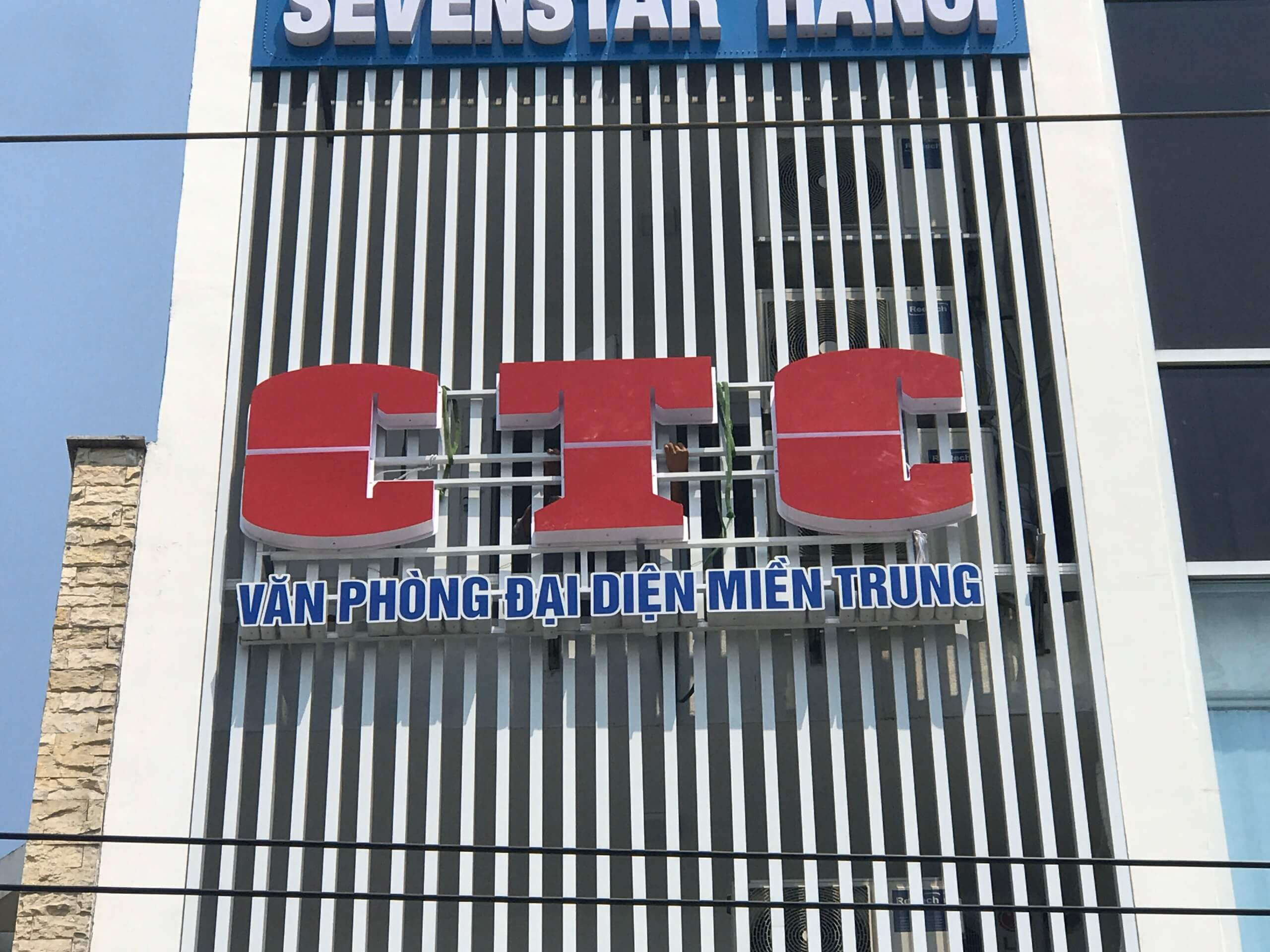 Bảng hiệu toà nhà CTC miền trung 3