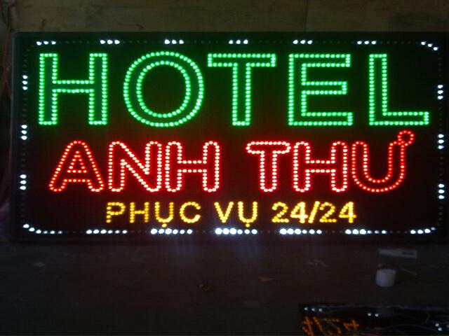 Bảng hiệu khách sạn